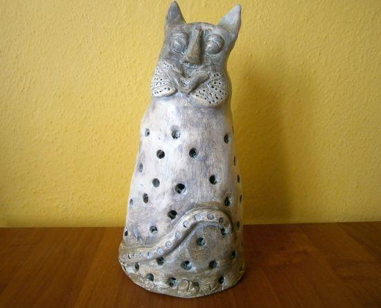 Keramická mačka.