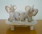 Sloníci na stolíku